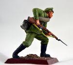 Рядовой 5 - го стрелкового полка в атаке